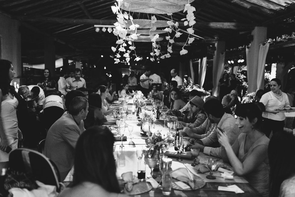 Communal Table | Brazilian Island Detail-filled Wedding | Frankie e Marilia