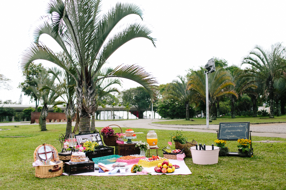 Colorful Bike Wedding in a Park with a Picnic | Bicicletas no Casamento no parque com um Picnic | Photos by: Frankie e Marilia (17)
