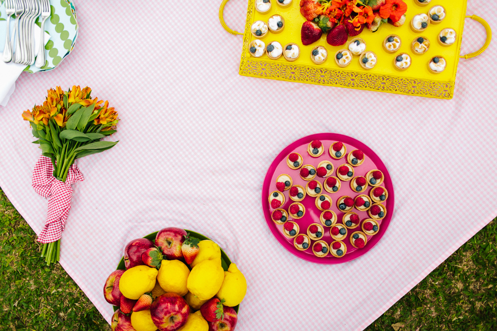Colorful Bike Wedding in a Park with a Picnic | Bicicletas no Casamento no parque com um Picnic | Photos by: Frankie e Marilia (22)