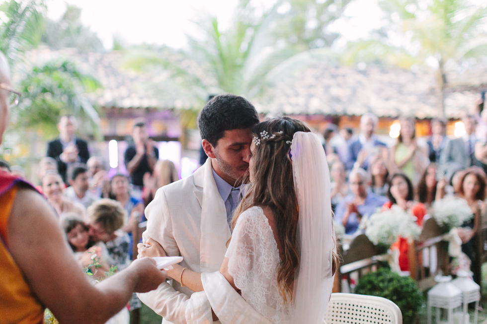 Delicate, detailed-filled wedding in a tropical island in Brazil