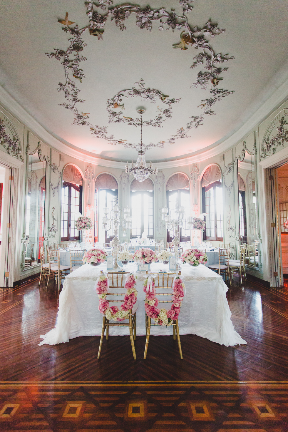 Beautiful and delicate Marie Antoinette inspired wedding | Photos by Frankie & Marilia (24)