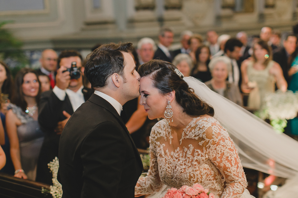 Beautiful and delicate Marie Antoinette inspired wedding | Photos by Frankie & Marilia (41)