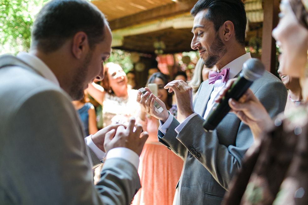Oh my, what a charming bistro wedding with two charming grooms and their cute dogs (Photos by Frankie & Marilia) (38)