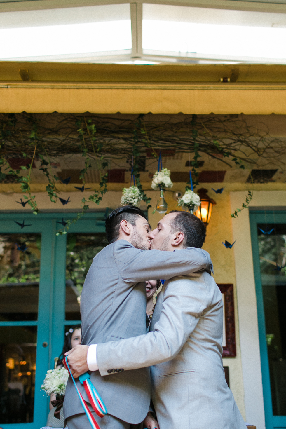 Oh my, what a charming bistro wedding with two charming grooms and their cute dogs (Photos by Frankie & Marilia) (43)